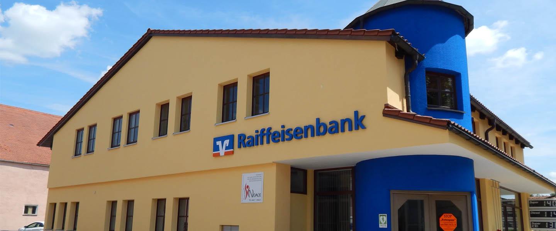 Raiffeisenbank in gelb und blau